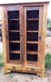 armário cristaleira de 2 x 1,30 ,  com portas de correr  com detalhe de ferro com 2 gavetas cod 47
