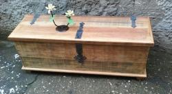 Baú de 1,20 x 0,46 x 0,40  madeira de demolição encerado cod 01