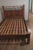 cod. 03-cama almofadada com detalhe em metal de 1,88 x 1.38