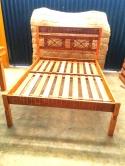 cod 10 cama tamanho padrão 1.88 x 1.38 com detalhe em ferro