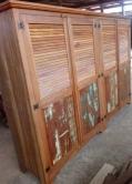 Guarda roupa de 3 x 2 x 0,58 com portas venezianas e almofadadas em peroba rosa cod 11