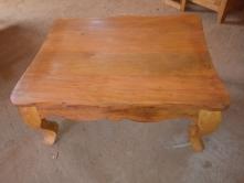 mesa de centro com pés de leão de peroba rosa de 90 x 70 cod 22
