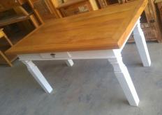 mesa de 1,60 x 0,80 com 1 gaveta de peroba rosa laqueada nos pés e lateral cod 32